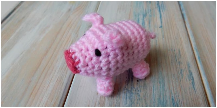 This beginner friendly pattern will show you how to make your very own cute Amigurumi Crochet Pig. If you are new to crochet, then check out the tutorials below to find out how to make the basic stitches used in this tutorial...Enjoy !