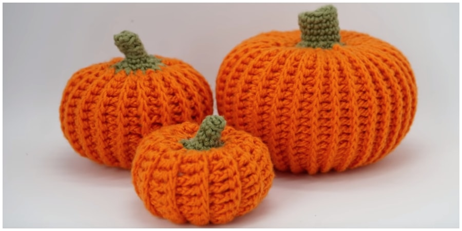 I wanted to try out a new video style today so let me know how you like it. Learn to crochet your own farmhouse inspired Amigurumi Pumpkin! This project is easy and works up quickly. Make your own fall home decor. Enjoy, guys !