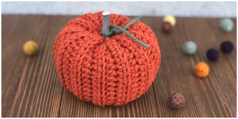Learn step by step how to make this quick and easy Ribbed Crochet Pumpkin. If you like pumpkins this video tutorial is for you! Make this cute little buddy as a fun and adorable decoration or toy. Enjoy, guys !