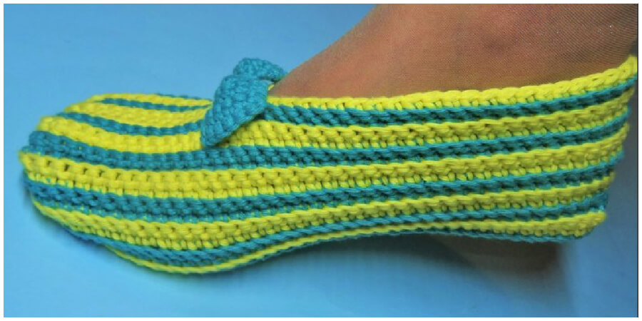 Here is  step by step instructions and video tutorial how to crochet simple slippers. This is a very simple crochet pattern worked primarily using single crochet stitches. Enjoy !