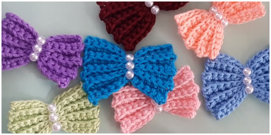 In this tutorial I show you how to crochet this super easy Crochet Bows. You can use the crochet bow to embellish hats or sweaters, make hair clips or bow ties, or as present toppers.