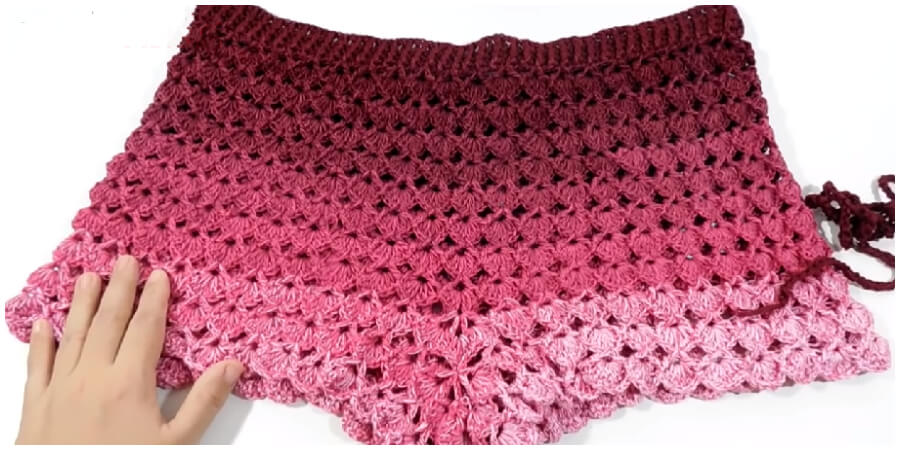 This is a super easy and fast step by step tutorial that will teach you how to crochet Fabulous Crochet Short. Spring is here and It's one of the best project for this season. Enjoy !