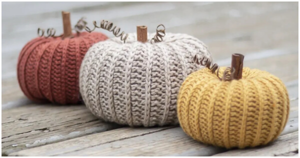 Little Rustic Pumpkin is one of the most iconic symbols of the fall season. What would Halloween be without pumpkin carving? And what would your autumn crochet be without a crochet pumpkin pattern? Let's start !